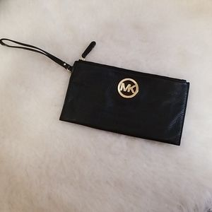 Michael kors black pebble leather wristlet mkgold